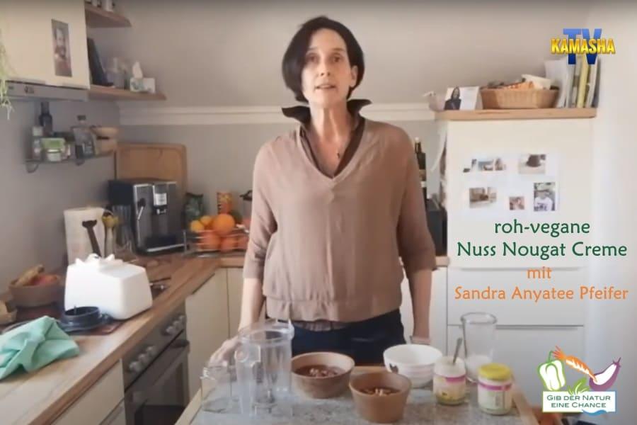 Sandra Anyatee Pfeifer mach roh-vegane Nuss Nougat Creme
