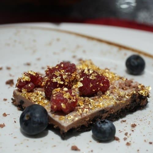 Chocoloat Pie mit Beeren, vegan